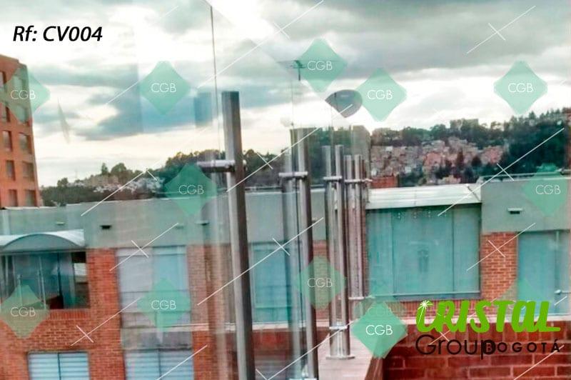Cortavientos-para-terraza-en-vidrio-con-accesorios-en-acero2