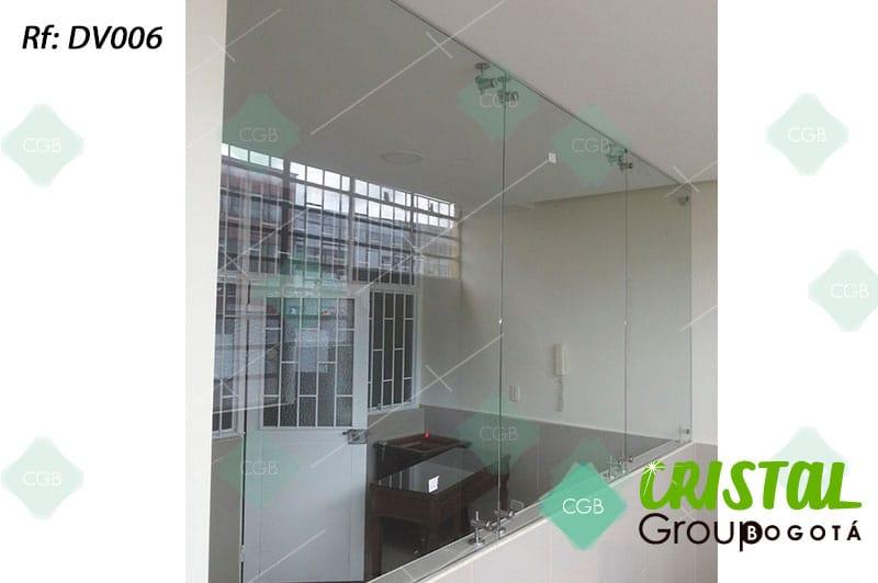 Division-para-oficina-en-vidrio-con-accesorios-en-acero-y-drywall2