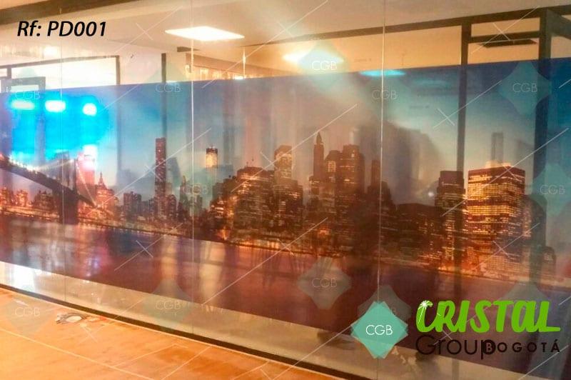 Pelicula-decorativa-para-division-de-oficina-en-vidrio-con-impresion-digital
