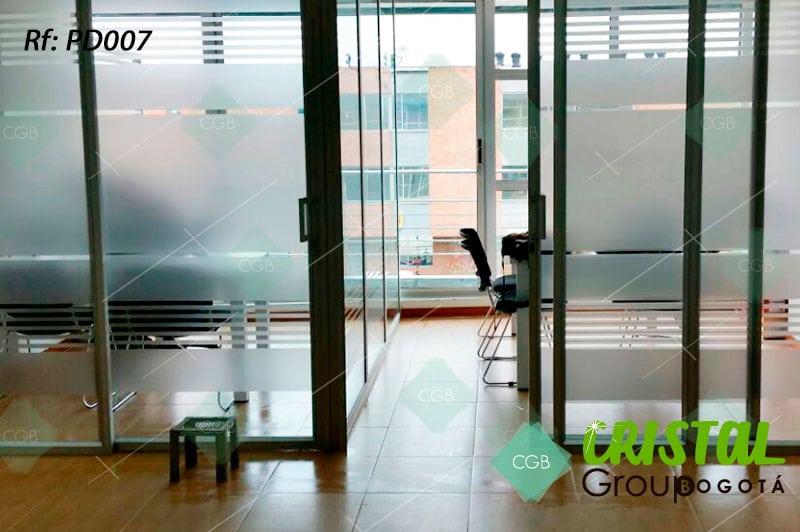 Pelicula-decorativa-para-division-de-oficina-en-vidrio-frosted4