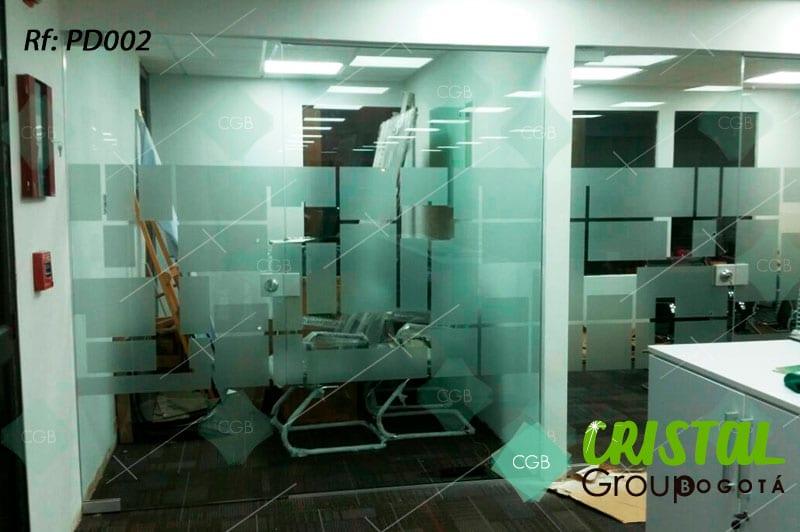 Pelicula-decorativa-para-division-de-oficina-en-vidrio-frosted5