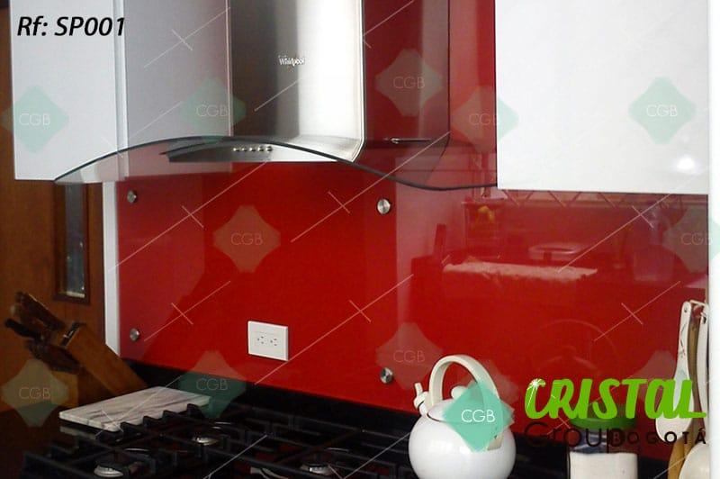 Salpicadero-en-vidrio-con-fondo-de-color-para-cocina4