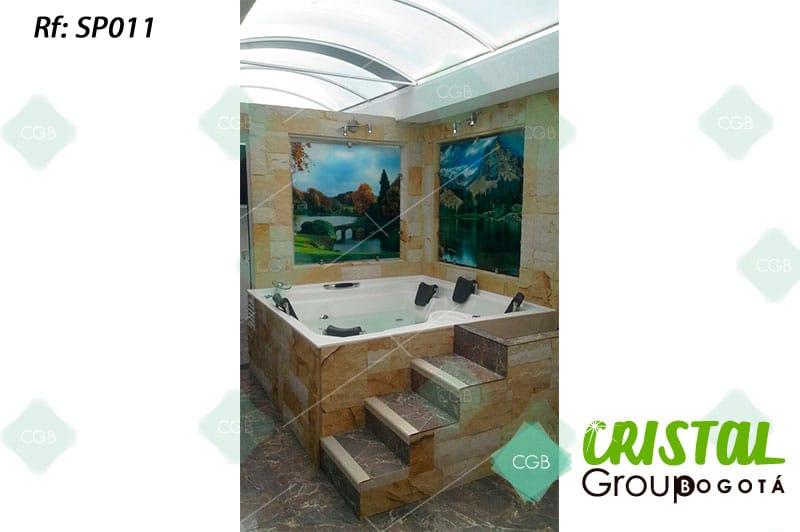 Salpicadero-en-vidrio-con-impresion-digital-para-baño