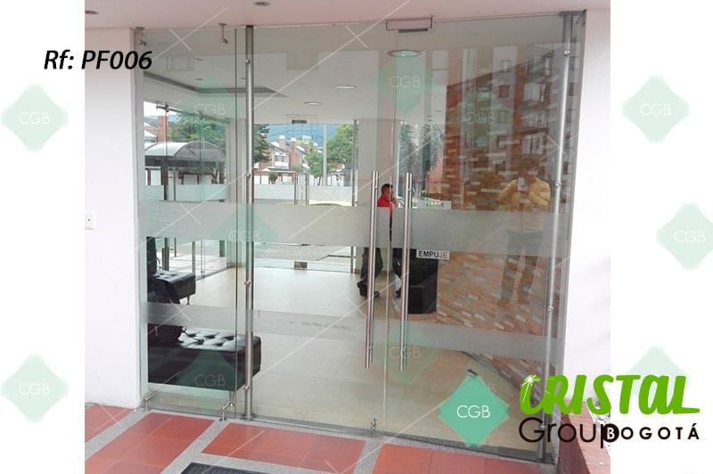 puerta-fachada-en-vidrio-templado-con-accesorios-en-acero5