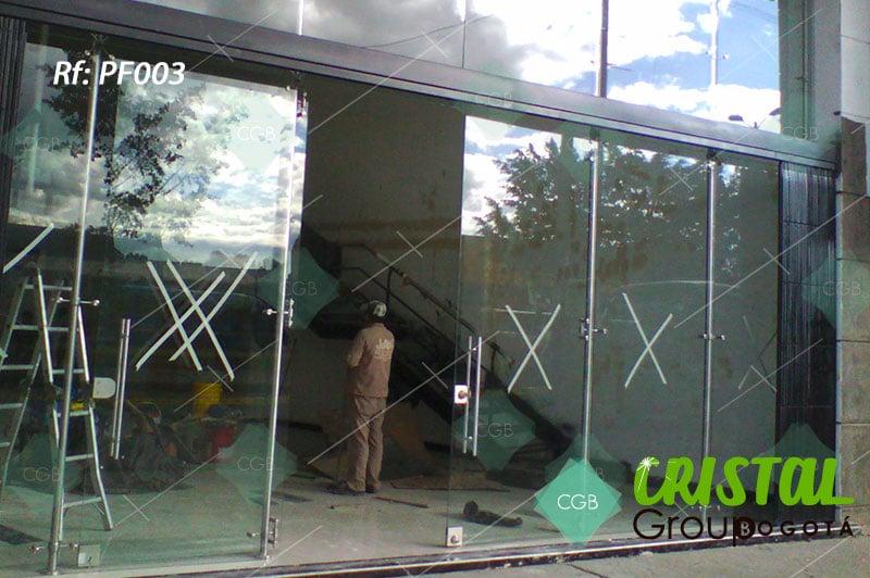 puerta-fachada-en-vidrio-templado-con-accesorios-en-acero8