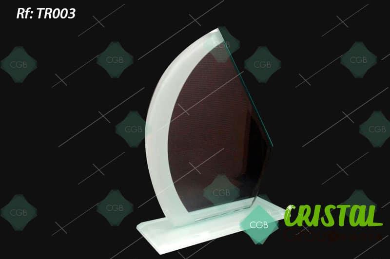 trofeo-en-vidrio-con-bordes-biselados