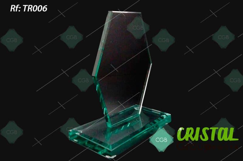 trofeo-en-vidrio-con-bordes-refinados