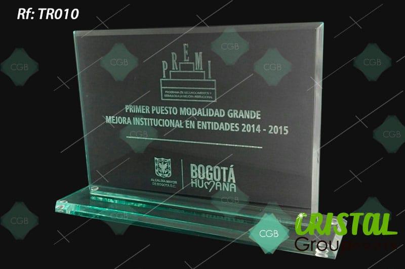 trofeo-en-vidrio-con-grabado-laser
