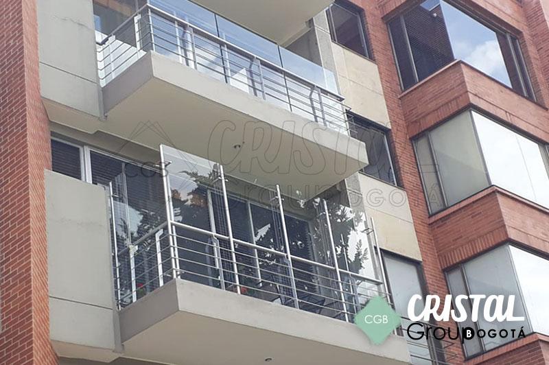 Cortavientos-para-terraza-en-vidrio-con-accesorios-en-acero3