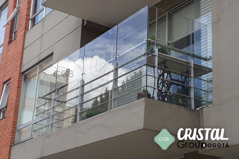 Cortavientos-para-terraza-en-vidrio-con-accesorios-en-acero4