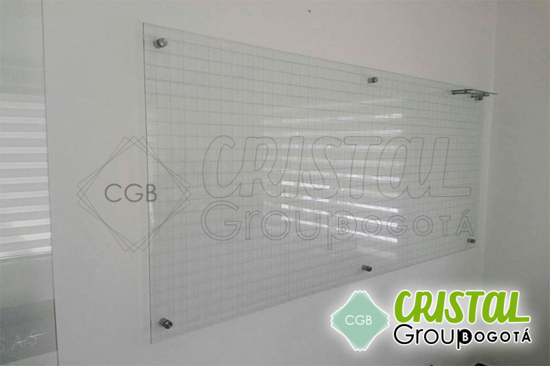 Tablero-en-vidrio-para-oficina-con-cuadricula10