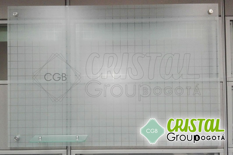 Tablero-en-vidrio-para-oficina-con-cuadricula11