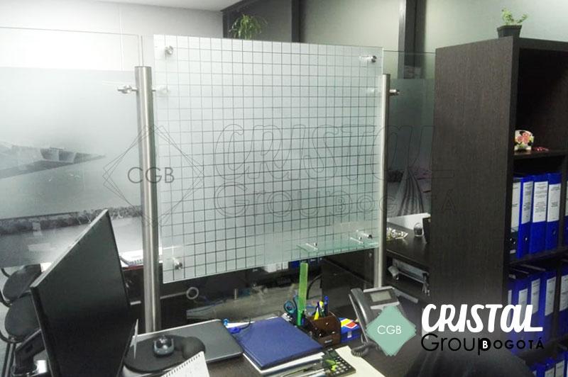 Tablero-en-vidrio-para-oficina-con-cuadricula9