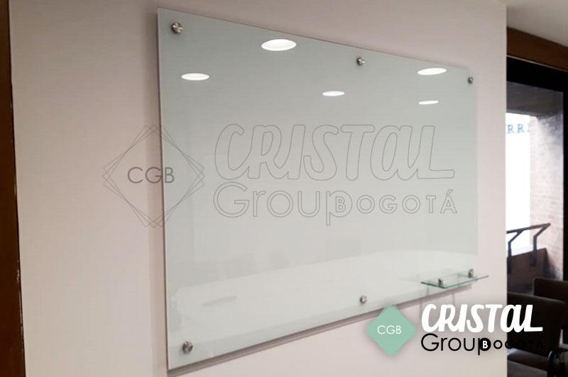 Tablero-en-vidrio-para-oficina-con-fondo-blanco2