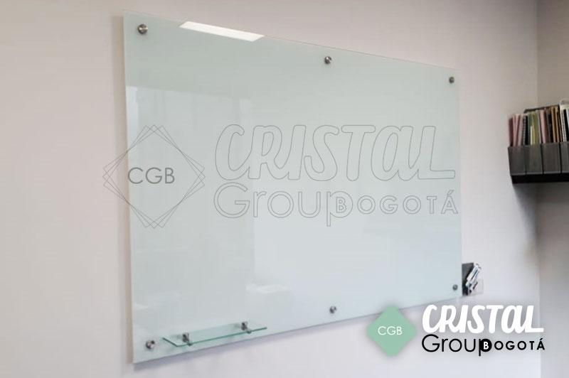 Tablero-en-vidrio-para-oficina-con-fondo-blanco3