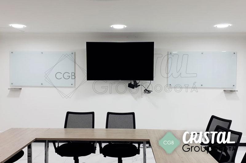 Tablero-en-vidrio-para-oficina-con-fondo-blanco4