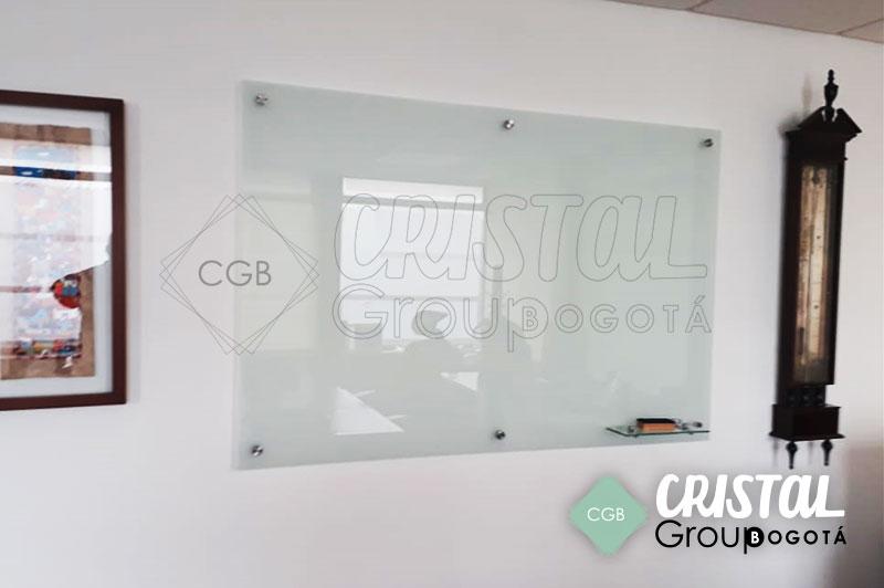 Tablero-en-vidrio-para-oficina-con-fondo-opalizado2