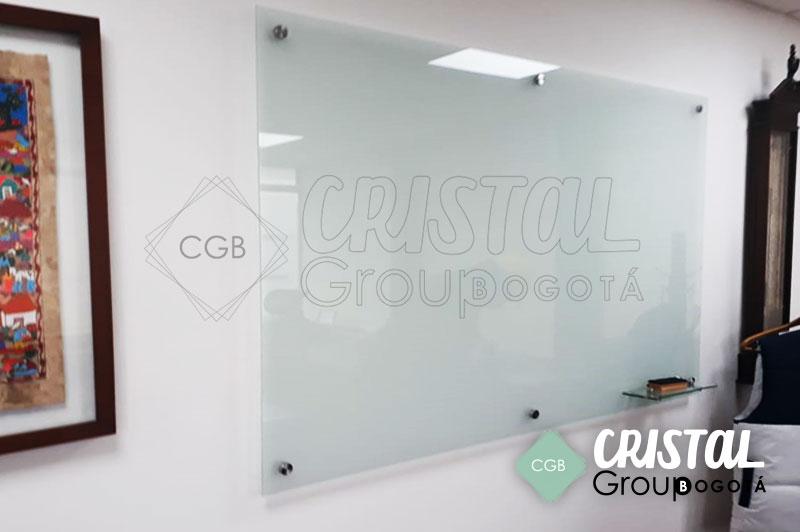 Tablero-en-vidrio-para-oficina-con-fondo-opalizado3