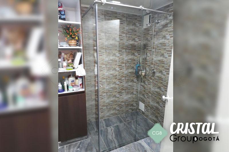 division-para-baño-en-vidrio-con-accesorios-en-acero-tipo-corredera-L2